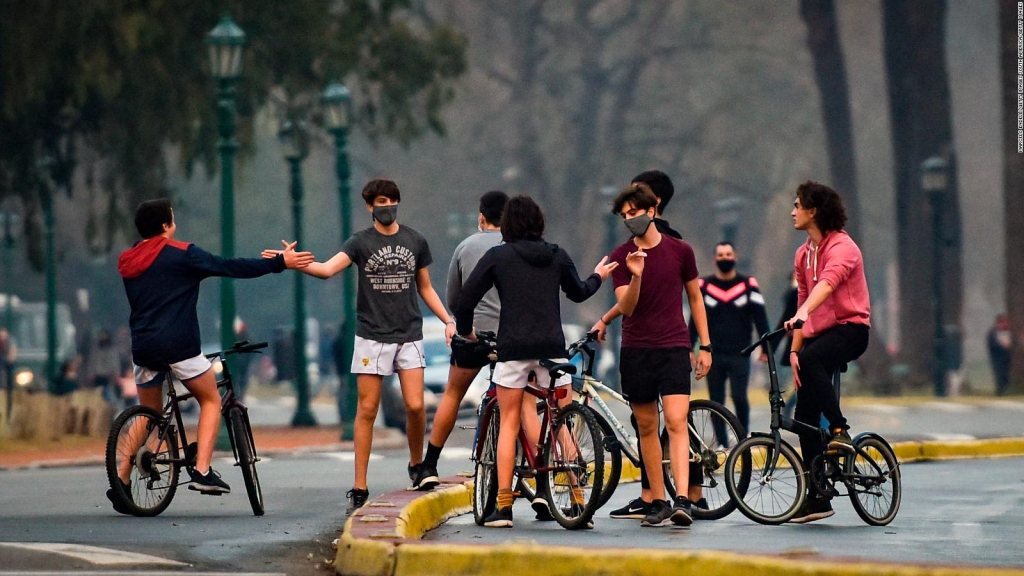 El 70% de los jóvenes argentinos quiere irse, según estudio