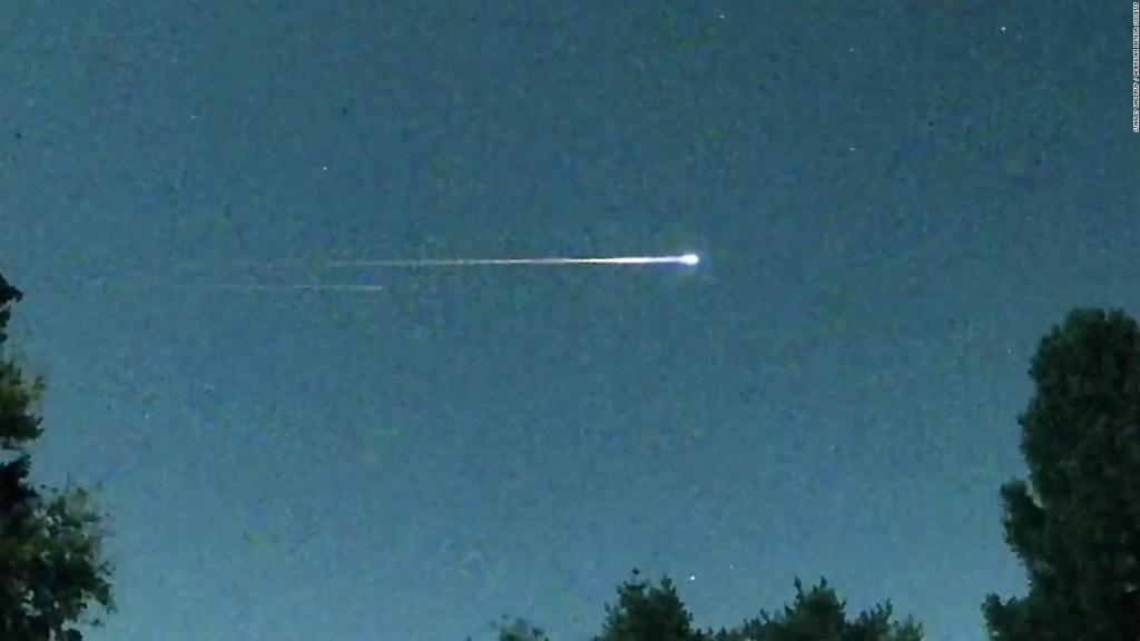 ¿Una bola de fuego? No, es un aparente satélite ruso cayendo a la Tierra