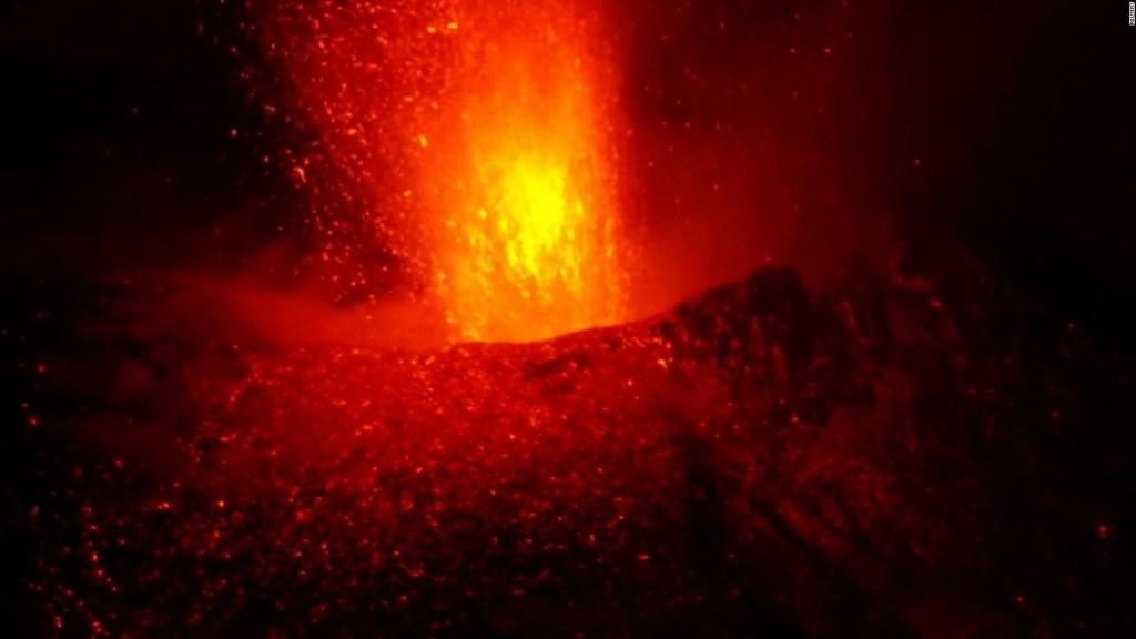 Anticipan más sismos por actividad del volcán Cumbre Vieja
