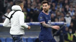 Un invasor le ahogó el grito de gol a Messi en Francia
