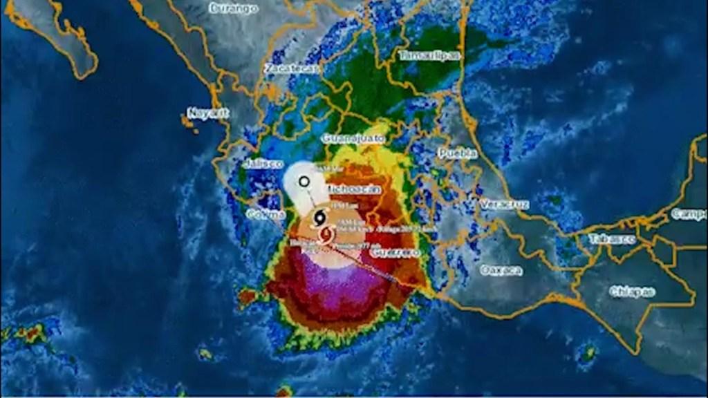 Rick avanza por el oeste de México con fuertes lluvias