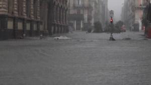 Inundaciones repentinas convierten las calles en ríos