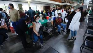 Tello: Falta plan para vacunar a menores de edad en México