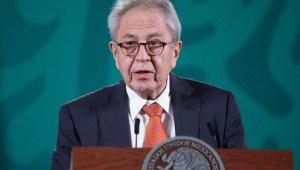 Secretario de Salud de México no vacunaría a sus nietos