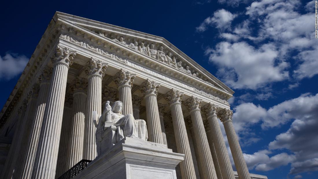 El nuevo mandato de la Corte Suprema de EE.UU. podría producir fallos históricos sobre aborto, armas, subsidios y más