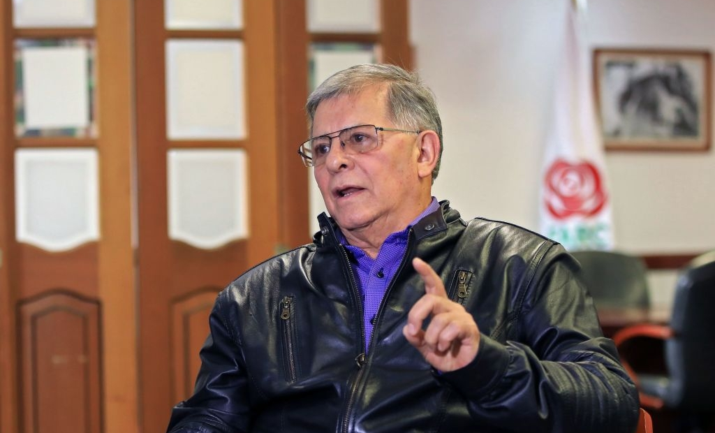 Rodrigo Granda, conocido como el canciller de las FARC, llegó a México, pero no se le permitió ingresar al país, según su colega alias 'Timochenko'