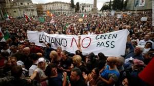 El pase verde covid-19 disparó un debate nacional sobre el fascismo en Italia