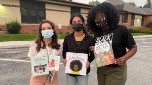 Alumnas de una escuela de York protestaron contra la prohibición de libros