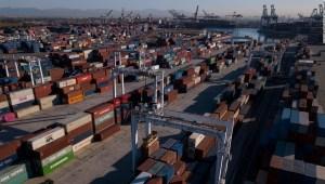 Los buques de carga están atascados en el puerto de California