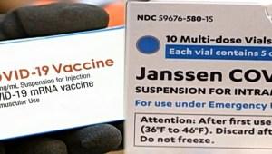 La FDA autoriza dosis de refuerzo de Moderna y J&J