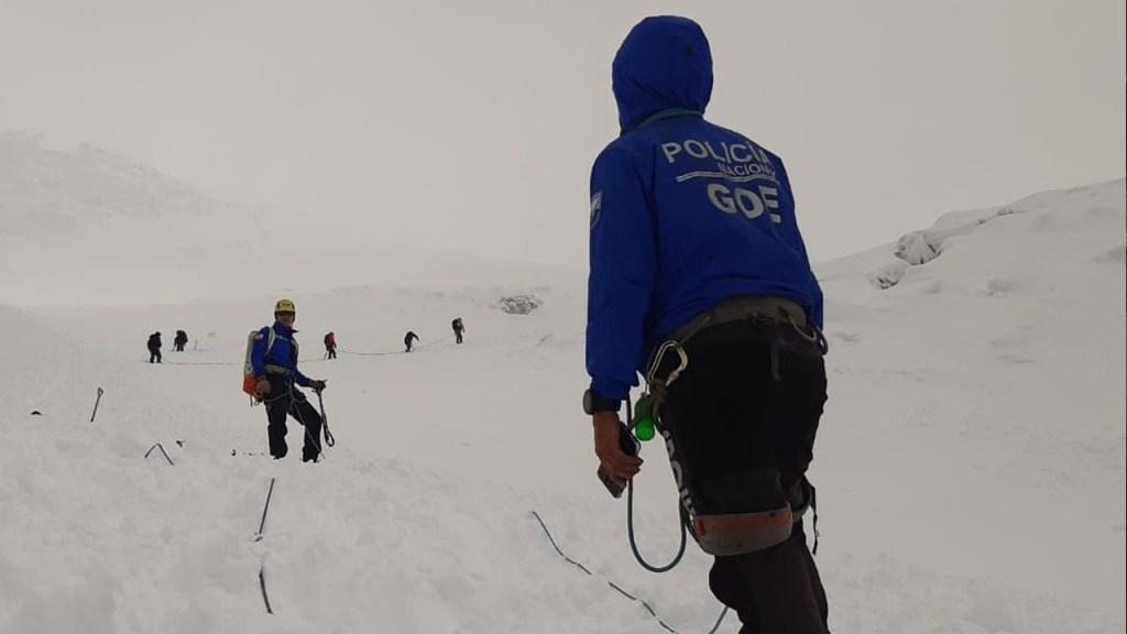 Buscan a desparecidos en avalancha en el volcán Chimborazo